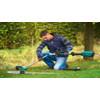 product in gebruik Bosch AMW10 trimmer hulpstuk