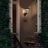 product in gebruik myGarden Cottage Wandlamp met Sensor