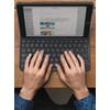 product in gebruik Apple iPad Folio Toetsenbord Hoes