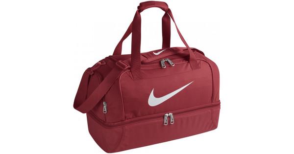 cee0c525338 Nike Club Team Medium Hardcase Rood - Coolblue - Voor 23.59u, morgen ...