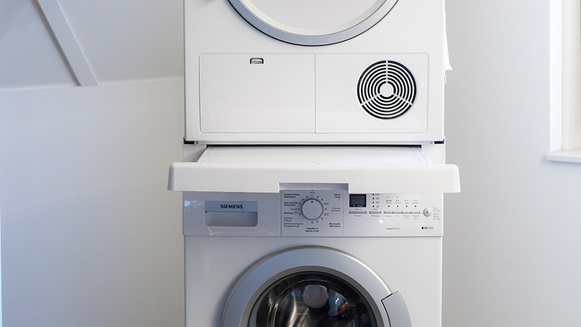 Stacking kit with dryer and washing machine