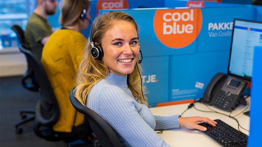 Meisje van de Coolblue klantenservice.