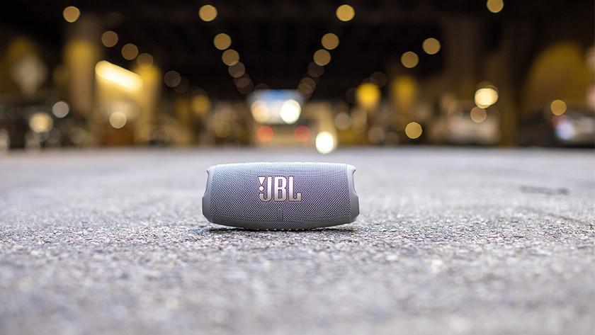 Speaker op de grond