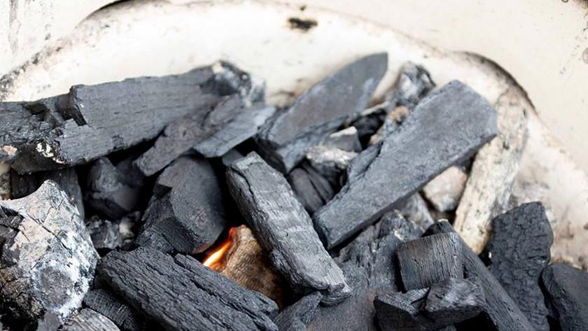 Keramische barbecue aansteken
