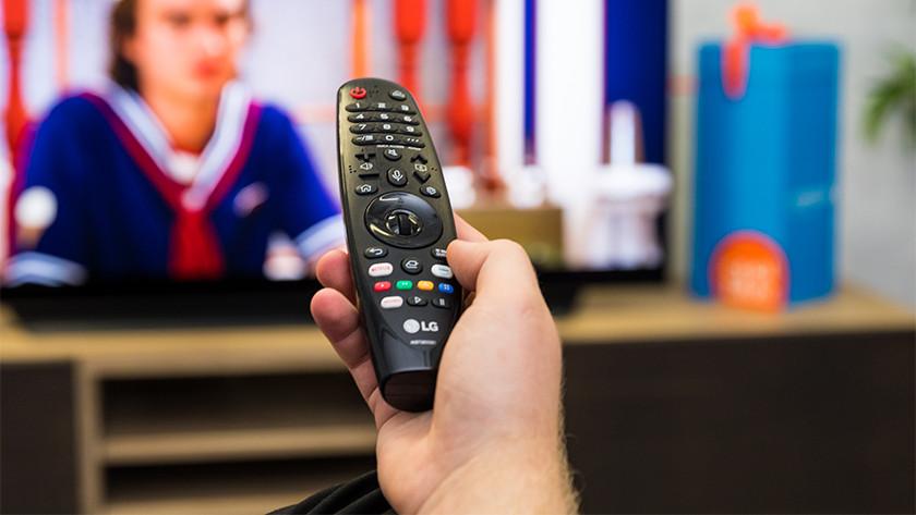 De Magic Remote afstandsbediening van de LG CX OLED tv