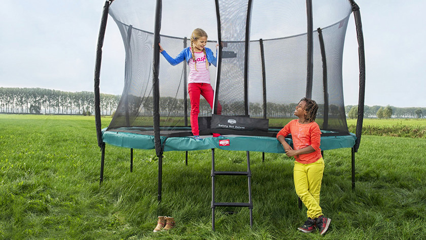 Unpaved surface trampoline on legs
