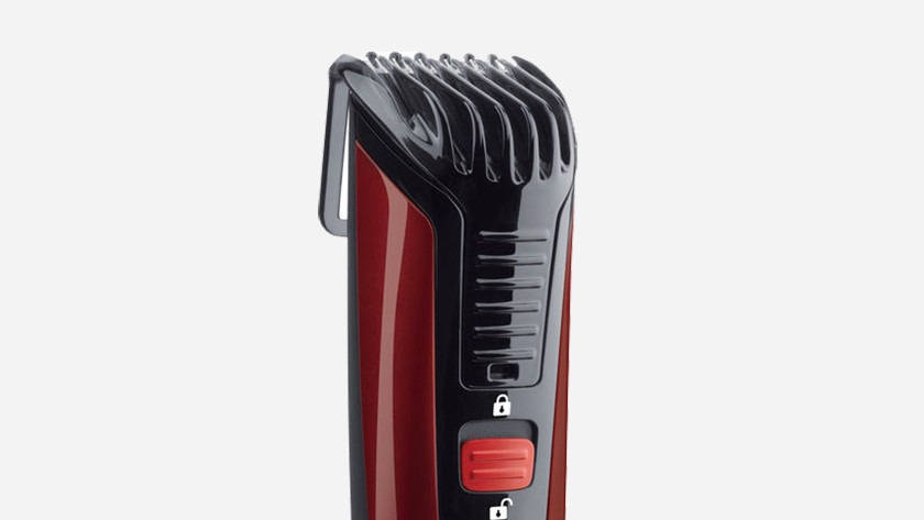 Beard trimmer with adjustable trimming comb