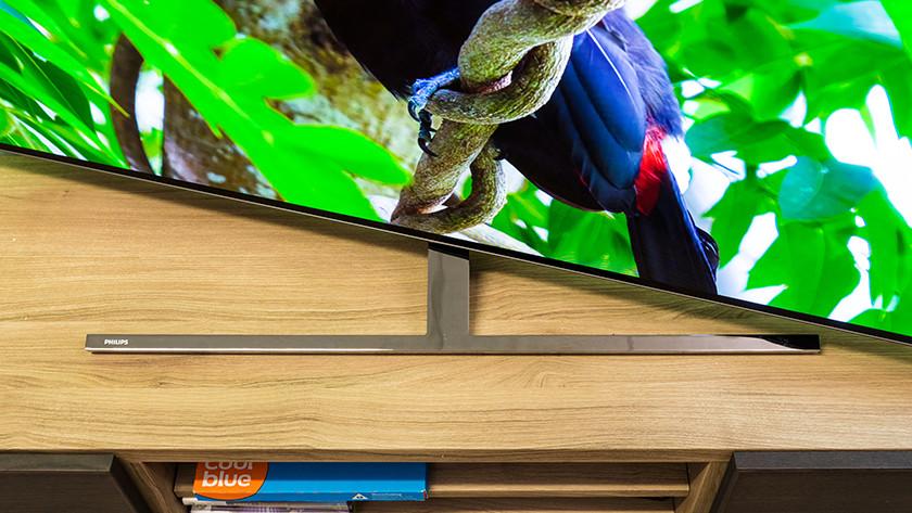 Ontwerp van de Philips OLED855 OLED tv met draaibare voet