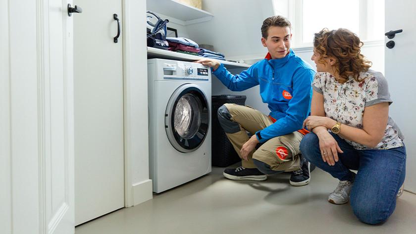 Coolblue bezorger heeft wasmachine aangesloten.