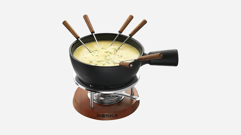 Fondue pot with cheese