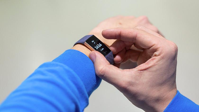 Fitbit aanzetten