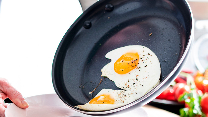 Ceramic pan with fried egg