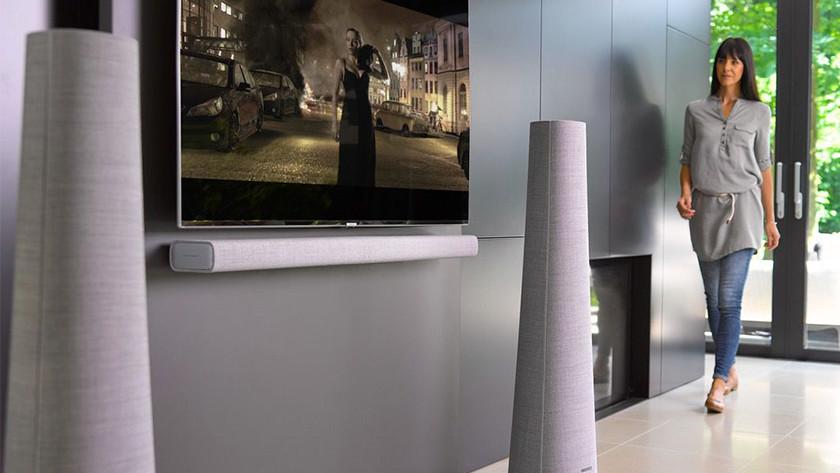 Column speakers with soundbar