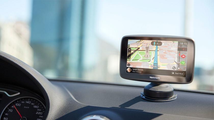 TomTom navigatiesysteem in houder