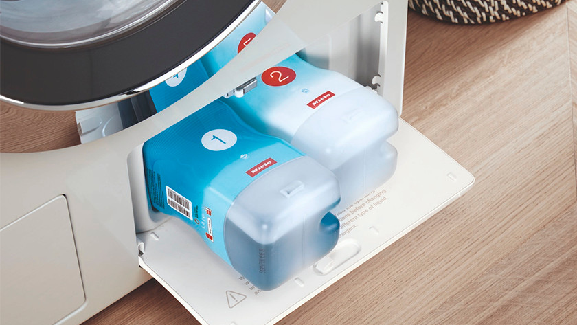 Washing machine with automatic detergent feed