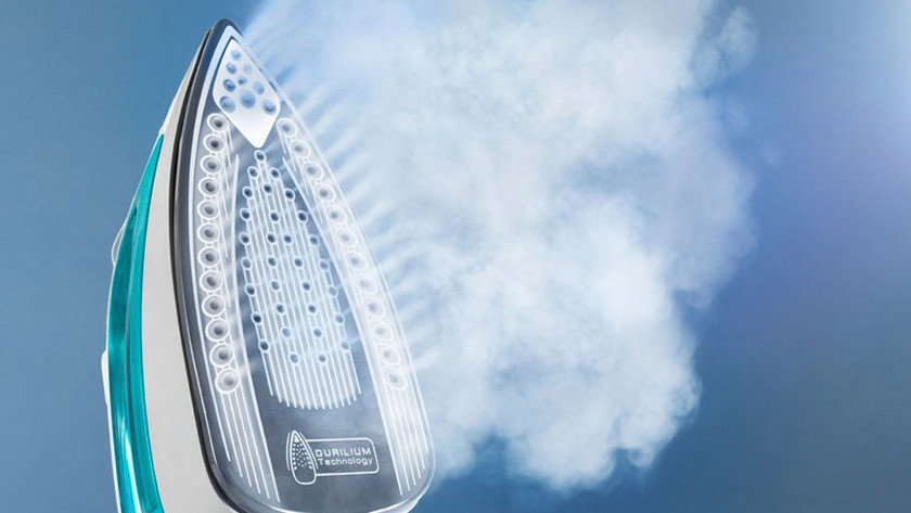 Vertically steaming steam irons
