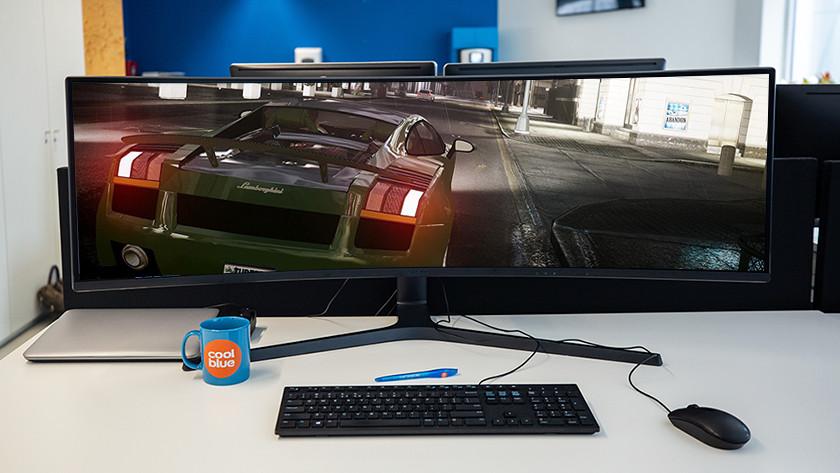 Een ultrawide curved gaming monitor zorgt voor een unieke game ervaring.