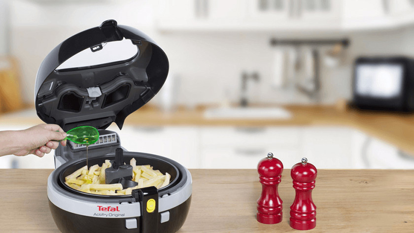 Tefal airfryer with spoon of oil