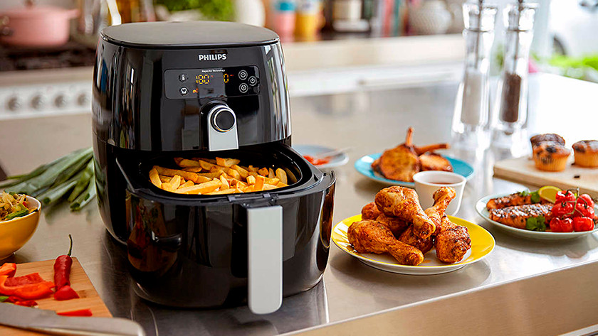 Philips airfryer with fries, chicken and vegetables