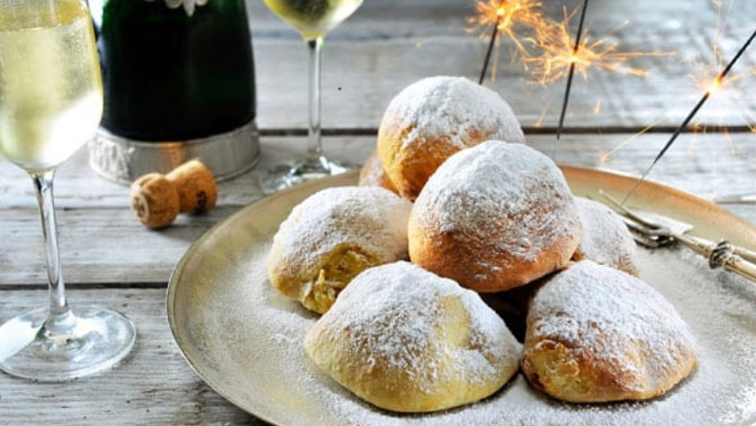 Oliebollen on plate with champagne