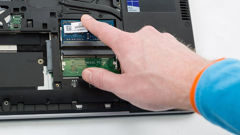 De RAM poort in je laptop, waarin je kunt zien hoeveel ruimte je hebt.