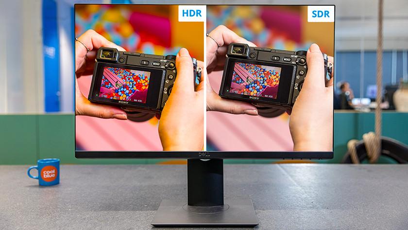 Foto in SDR en HDR op monitor.