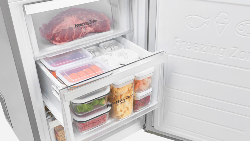 Freeze tray completely open
