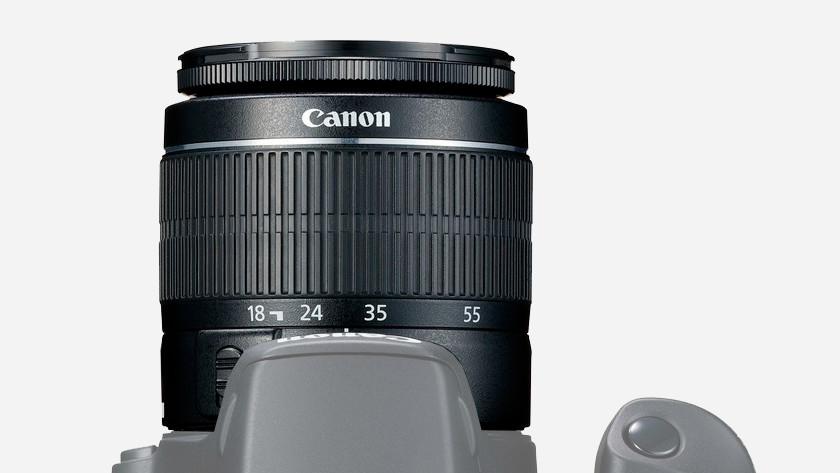 Lens op camera bevestigen