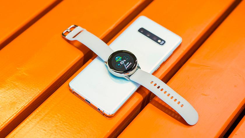 Samsung Galaxy Watch Active2 met smartphone