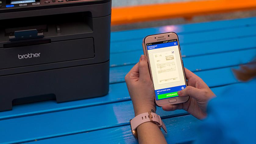 Samsung smartphone in handen