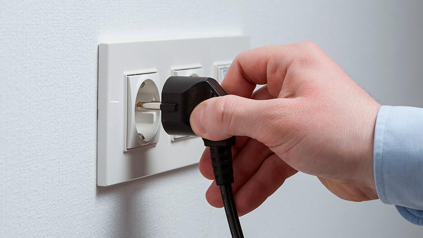 Stekker uit stopcontact