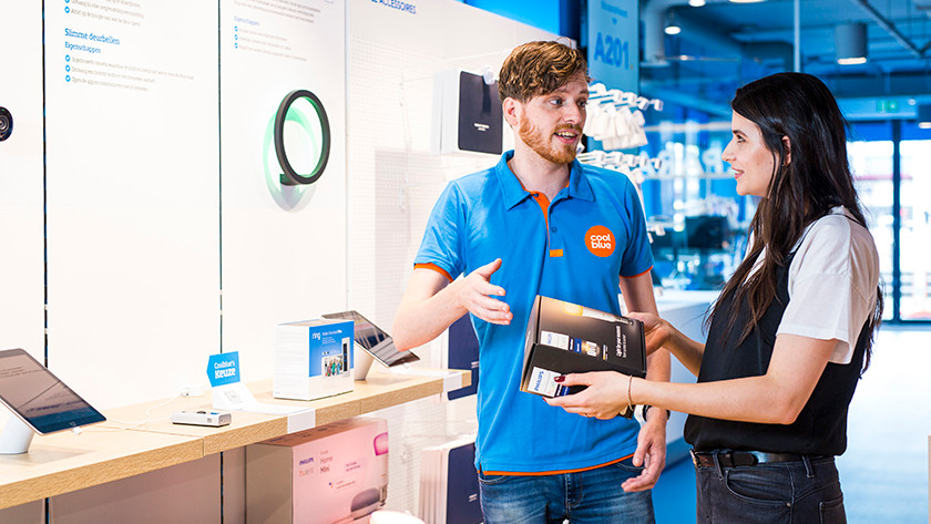 Smart lights in store with expert