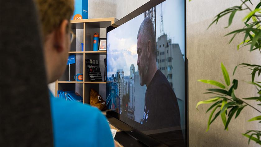 Kijkhoek en reflecties van de Panasonic HZW2004 OLED tv