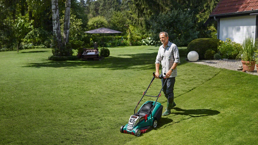 Battery-powered lawn mower