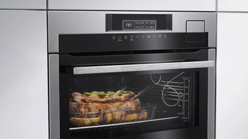 Inbouw oven met vlees