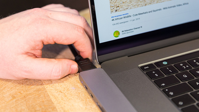 Apple MacBook hdmi adapter