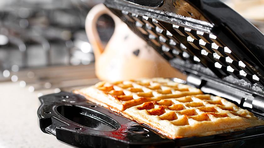 Waffle iron with waffles