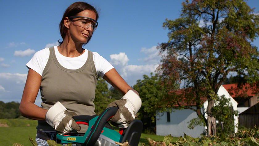 Werken met veiligheidsbril en -handschoenen
