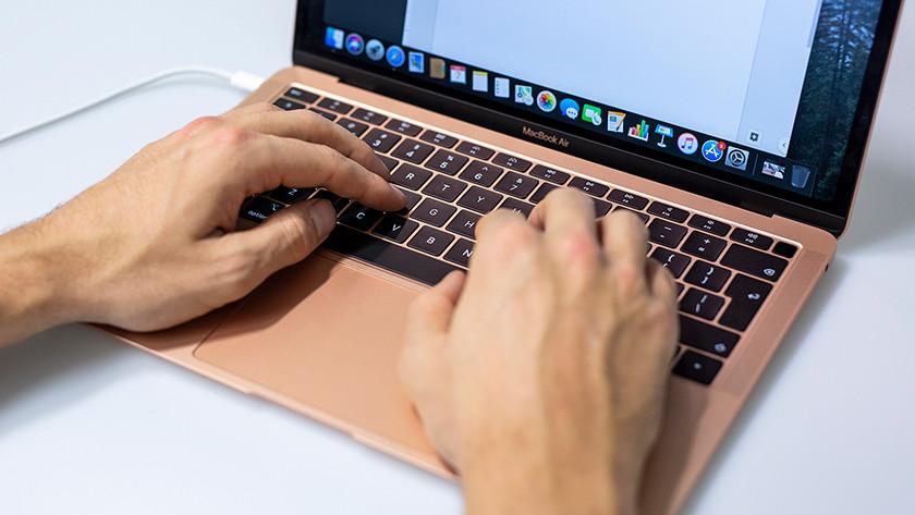 Apple Macbook Air onderweg
