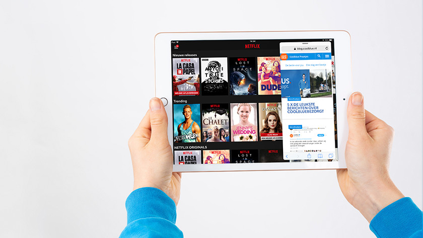 Multitask with the split-screen function on the iPad