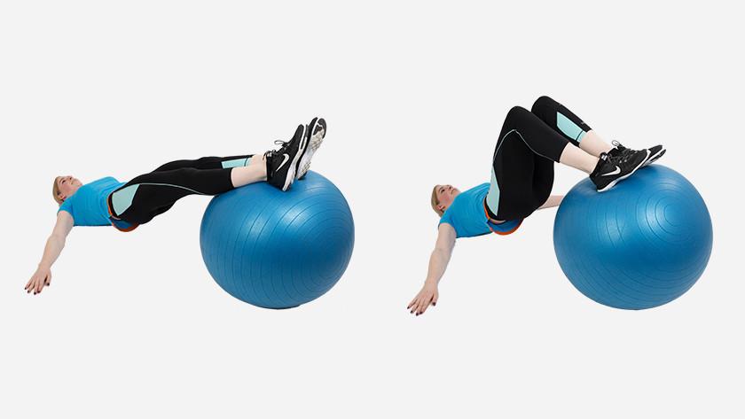 uitleg hamstring curl fitnessbal