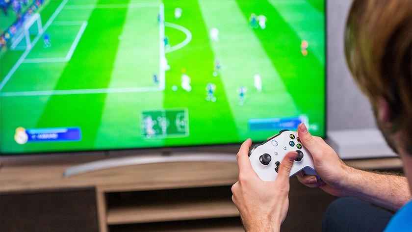 FIFA spelen op Xbox One.