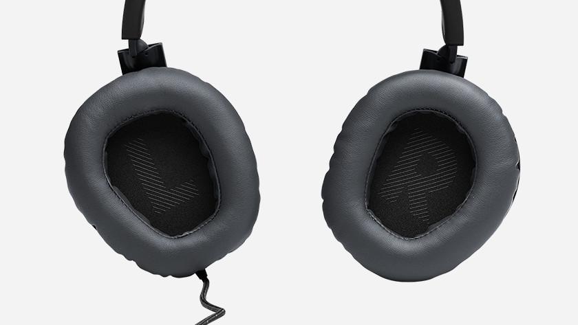 Noise cancelling JBL Quantum 100
