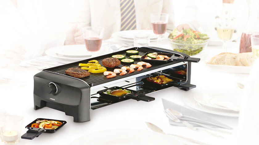 Rectangular raclette grill with grill