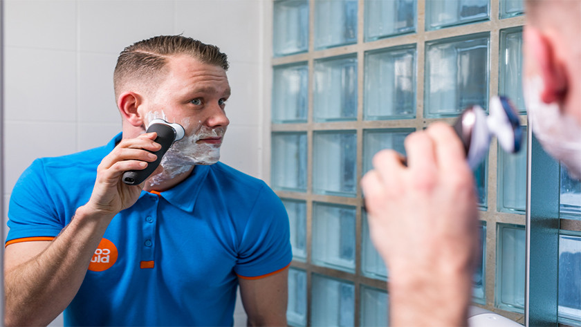 Shaving with an electric shaver