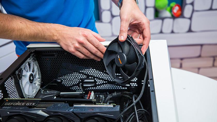 De ventilator in je computer installeren.