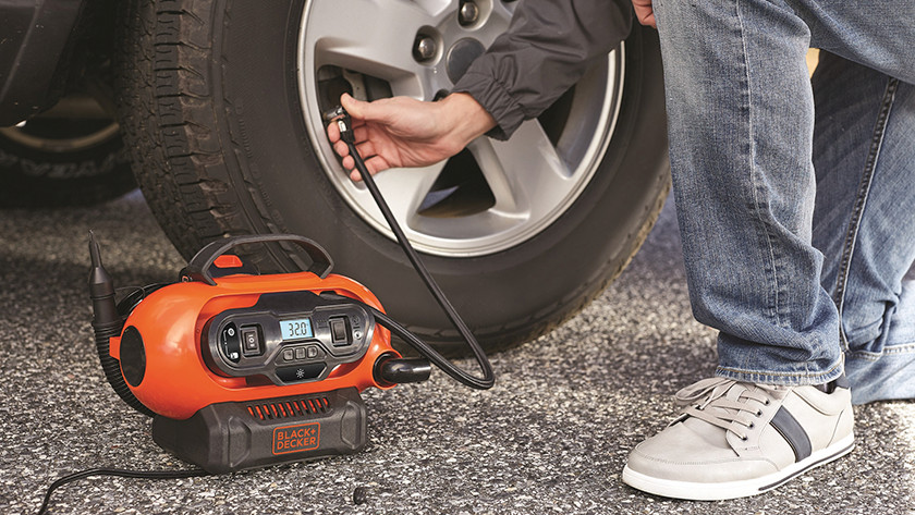 Tire inflating compressor