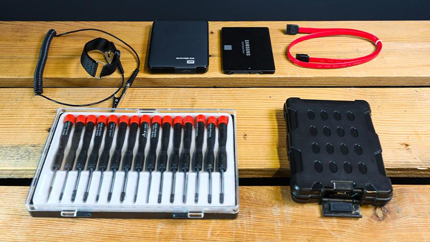 Benodigdheden voor 2,5 inch SSD inbouwen