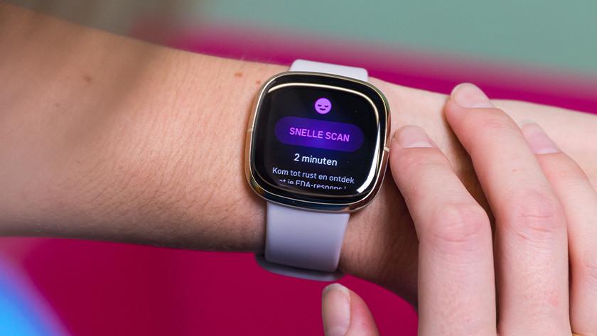 Om een EDA scan te maken open je de EDA app op de Fitbit Sense en tik je op 'Snelle scan'.
