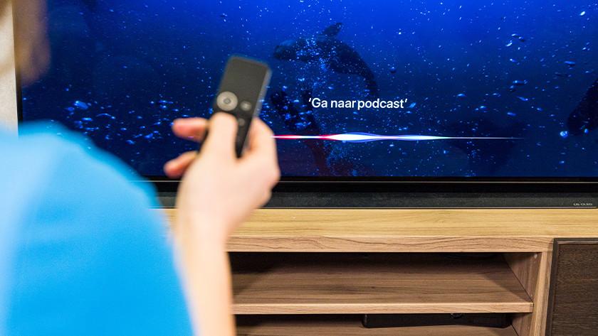 Bedienen met de Siri Remote